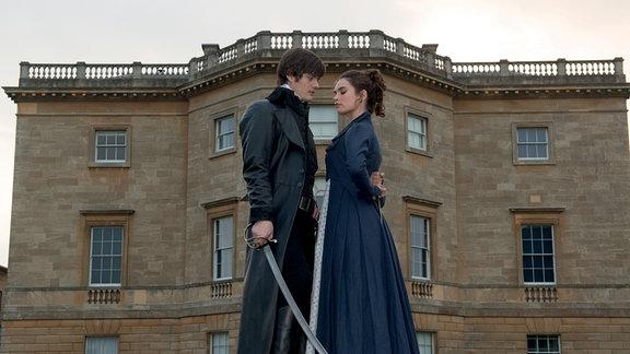 So sehen die Zombie-Stars im etwas anderen Jane Austen - Streifen aus.