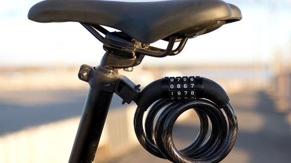 Ein Fahrradsattel mit Schluss
