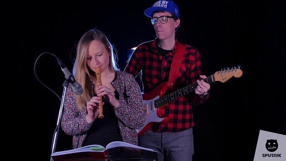 Kathrin an der Flöte und Raimund an der Gitarre