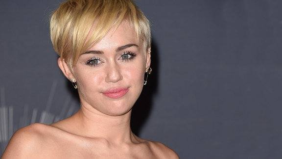 "Miley Cyrus gewinnt den Video of the year award 2014 für ""Wrecking Ball"", Inglewood/Kalifornien"