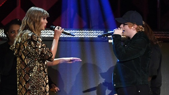 Taylor Swift und Ed Sheeran performen in Inglewood/Kalifornien