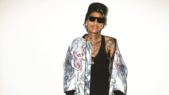 Rapper Wiz Khalifa in cooler Pose