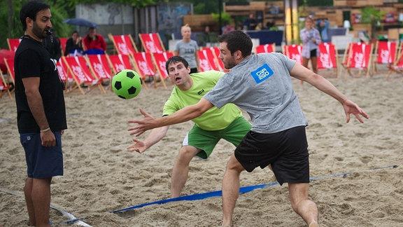 Standvölkerball Berlin 24.07.2014 Völkerball Voelkerball 12. Starndvölkerball Weltmeisterschaft in Berlin auf der Anlage BeachMitte Feature