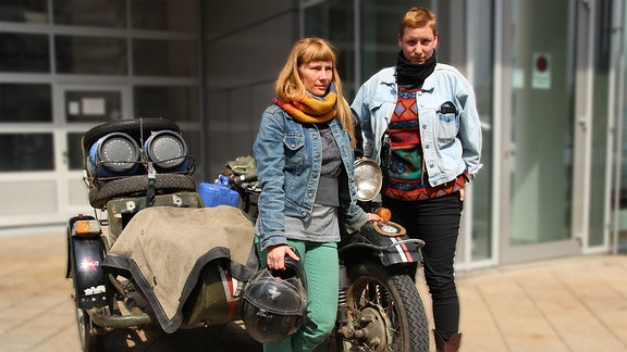 Anne und Elisabeth (links) waren 45 000km mit russischen Ural-Motorrädern unterwegs