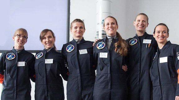 Insa Thiele-Eich (links) neben den Mitbewerberinnen: Lisa Haas; Suzanna Randall; Susanne Peters, Magdalena Pree; Nicola Baumann (April 2017)