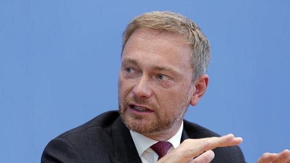 """Christian Lindner, Bundesvorsitzender der FDP begründet warum er einen Untersuchungsausschuß in der """"BAMF-Affaire"""" für nötig hält"""