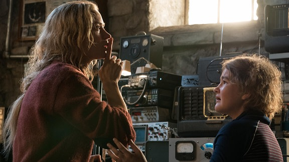 "Emily Blunt und Millicent Simmonds in ""A Quiet Place"""