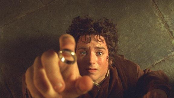 """Elijah Wood als Frodo im Film """"Der Herr der Ringe - die Gefährten"""""""