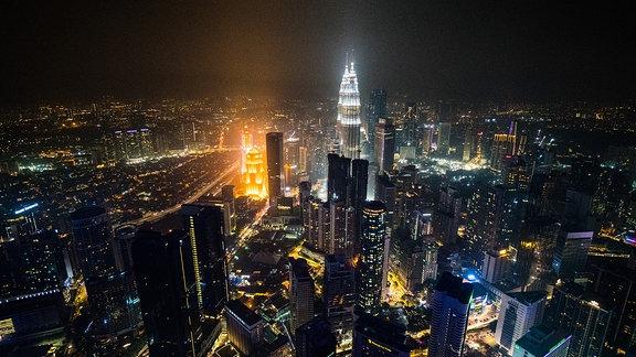 Blick auf Kuala Lumpur, Hauptstadt Malaysias, bei Nacht