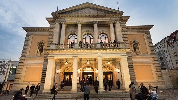 Blick auf die Oper in Halle/S.