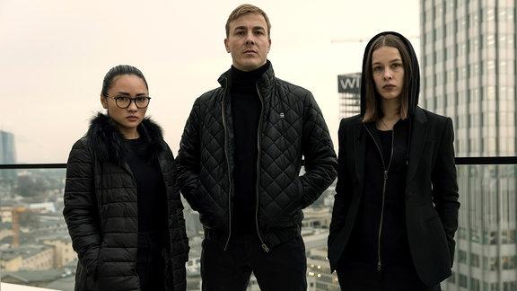 """Serie """"Bad Banks"""" mit Thao Hoang (Mai Duong Kieu), Adam Pohl (Albrecht Schuch), Jana Liekam (Paula Beer)"""