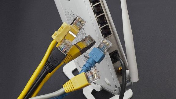 W-Lan-Router und Kabel